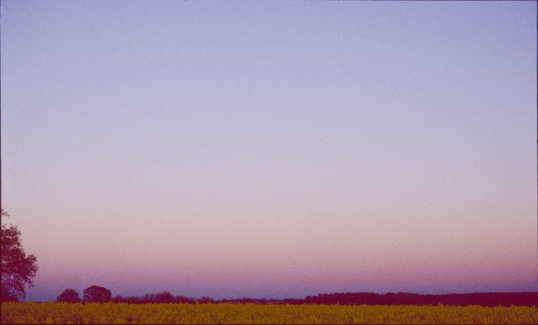 Die folgenden vier Bilder zeigen den Blick bei Sonnenuntergang nach Osten. Schon kurz vor Sonnenuntergang wird der Himmel im Osten rötlich- das Gegenabendrot beginnt