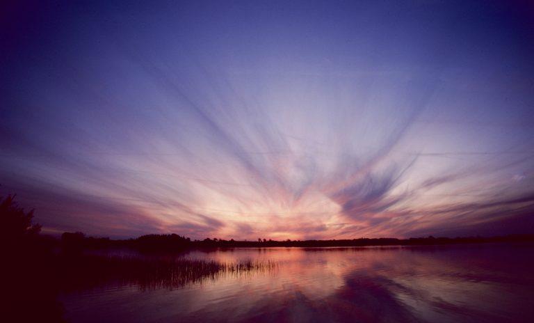 Eine Wolkenexplosion? Oder parallel verlaufende Cirruswolken?
