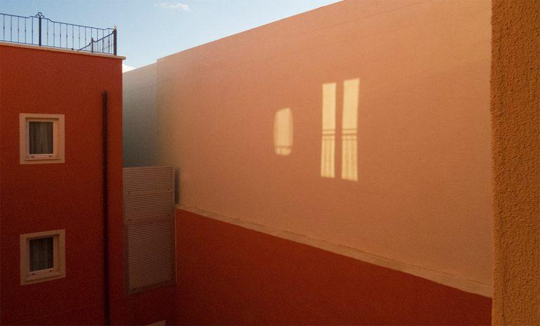 Ein Fenster aus Licht - ein Spiegelbild?