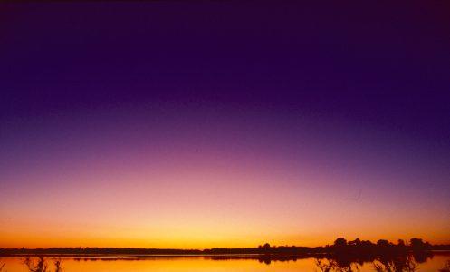 Etwa eine halbe Stunde nach Sonnenuntergang strahlt das Purpurlicht mit der höchsten Leuchtkraft.